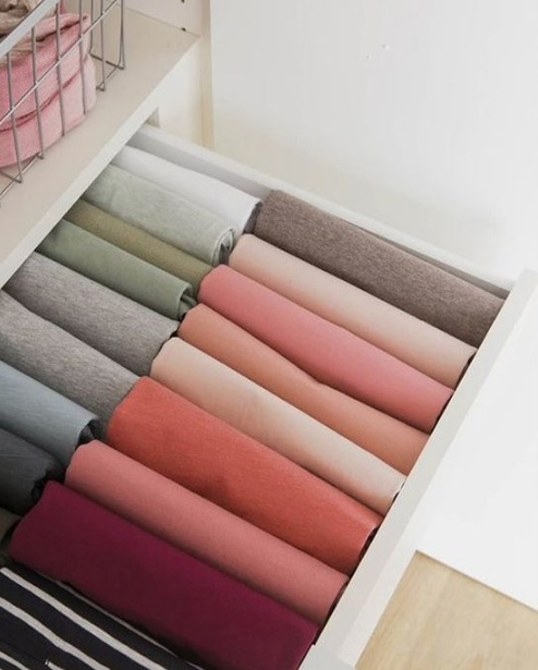 Folded clothes in drawer to keep kids' room organized