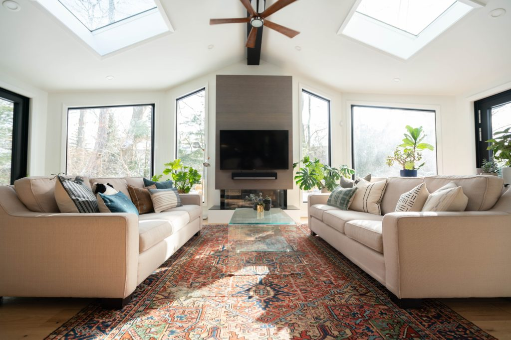 Living room with skylight to achieve zen space