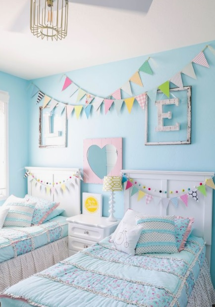 Garlands in kids bedroom